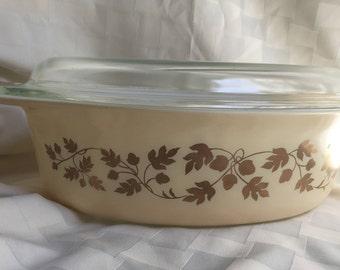 Vintage Pyrex Gold Acorn 2.5 Quart 045 with Lid