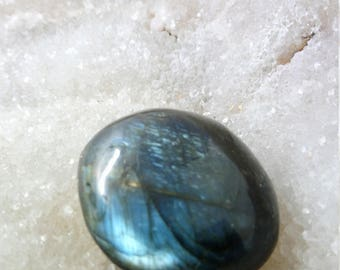Blue Labradorite and Rainbow 63.18 Gr-oval stone