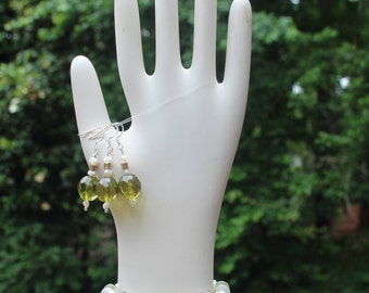 Peridot and pearl earring and bracelet set