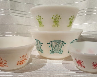 Vintage Federal Glass Circus Themed Nesting Mixing Bowls Milk Glass Full Set of 4