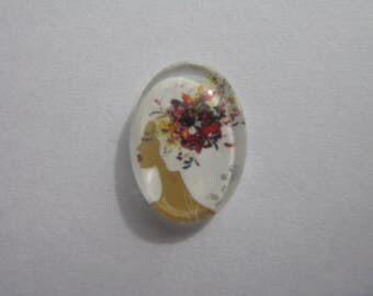 Oval glass cabochon 13 X 18 mm with the image of woman