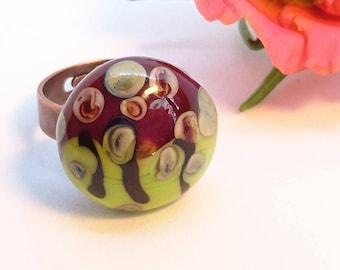 "Ring ""Klimt"" glass bead spun Burgundy, lime green, beige and black on bronze Adjustable ring."