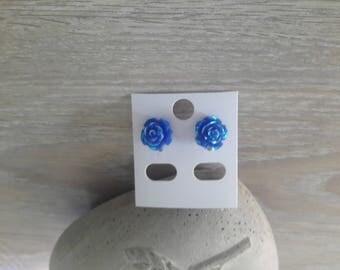 pair of earrings representing of roses
