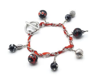 Charm bracelet with red and black - A19 Lampwork Glass Beads