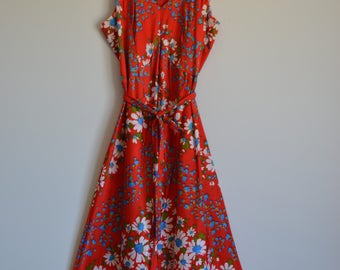 1970s Vintage Red Floral Dress with Tie Waist