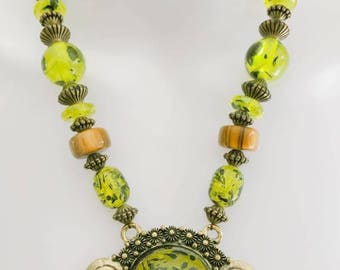 New Womens' Beaded Green Necklace