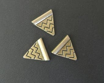Set of 8 charms triangular, geometric pattern, bronze, passage wire or rod 0.7 mm, 14 x 14 mm hole