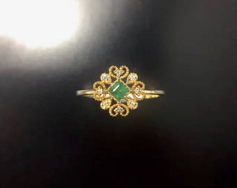 Exclusive 18kt  gold ring with emerald 0.21ct. and diamonds 0.035ct. size adjustable