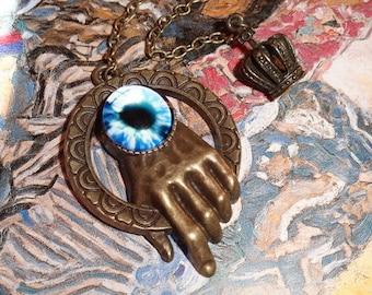 The hand (buttonhole jewel)