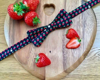 Ready Tied Bow Tie Strawberries