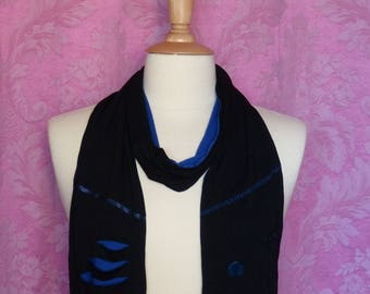 Black and blue jersey scarf