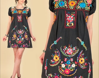 ViNtAgE 70's Mexican Embroidered MiNi Dress // Tunic Floral Cotton Puebla Style // Artisan Made Summer // HiPPiE Flowers Medium M