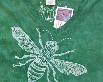 L Women's Honey Bee Pollinator Batik large v neck