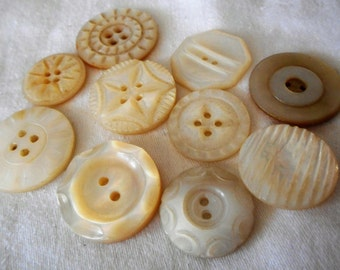 Lot of 10 VINTAGE Carved Iridescent Shell BUTTONS  I1