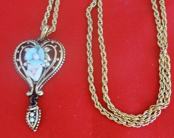 """Vintage 24"""" gold tone necklace with 2"""" pendant with pearl and porcelain flower accents in unworn condition"""