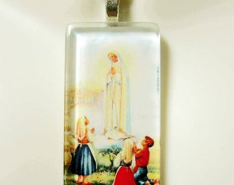 Our Lady of Fatima pendant with chain - GP01-384