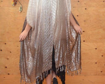 Stunning Beautiful Silver And Cream Striped Ombrel Fringe Kimono One Size
