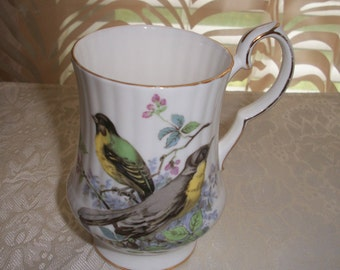 Royal Windsor Fine Bone China England, Bird Collector design, Coffee/Tea Pedestal Mug