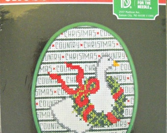 Country Christmas #4105 Unopened Oval Counted Cross Stitch Kit, by Designs for the Needle, cross stitch kit, Vintage 1986