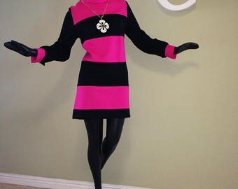 MOD 60s Mini Dress 1960s Go-Go Minidress Hippie Twiggy on Carnaby Street style HOT pink fuchsia & Black Color Block Striped Stripe sz Medium