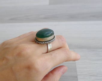Vintage 70's Green Semi Precious Stone Oval Hippie Silver Ring (Adjustable)
