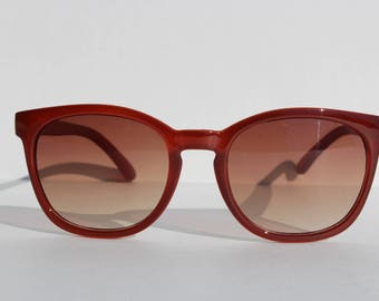 Vintage Dark Red Rounded Wayfarer Sunglasses - Gold detail- plastic frames- sunnies sun glasses -unworn-red