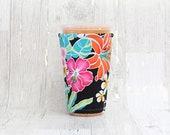 Tropische Blumen Tasse gemütlich, Geeiste Kaffee gemütlich, Tasse Ärmel, Kaffee Manschette isoliert Tasse Ärmel