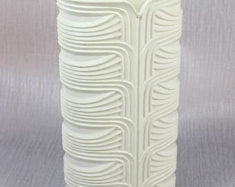 Large White Plastic Textured 1960's Vase by Dialene Better-Maid
