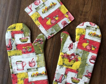 Oven Mitts Kitchen Hot Pads Vintage Fabric Handmade Oven Mitt Repurposed Housewares Housewarming Gift Vintage Kitchen Decor Kitchy 60's