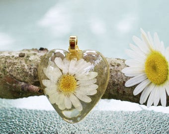 Real White Daisy Heart Pendant Necklace Pressed Flower Preserved in Resin Botanical Nature Jewelry 14K Gold Plated