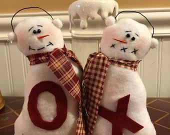Primitive Valentine Snowman Hugs and Kisses, Valentine Snowman Dolls, Valentine Snowman Couple