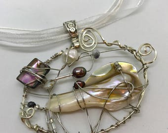 Beaded Wire Pendant Necklace - Pearls & Swirls (3)
