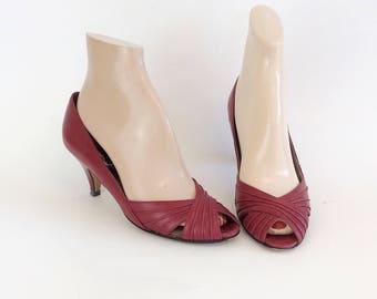 SALE /// 80s Red Leather Peep Toe Pumps / 1980s Vaneli Vintage High Heels / Size 6.5