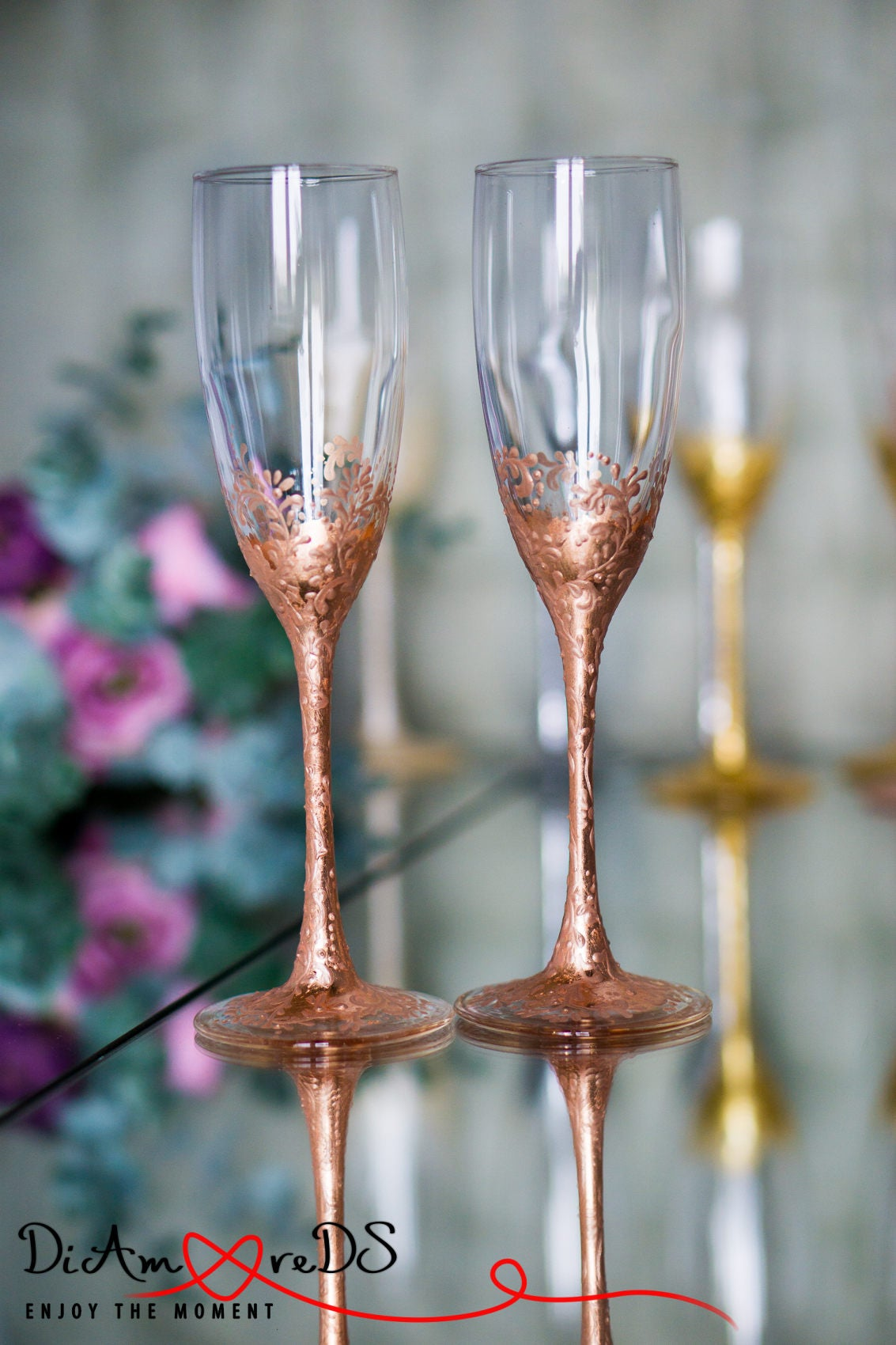 Fantastic Wedding Cake Serving Set and toasting Flutes Concept