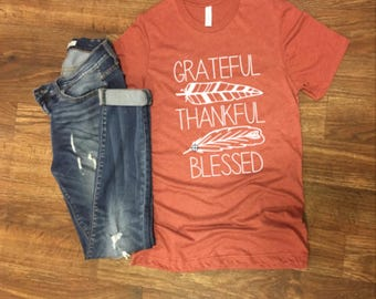 thankful grateful blessed - fall shirt - feather shirt - feather thankful grateful blessed shirt - momlife - fall color shirts
