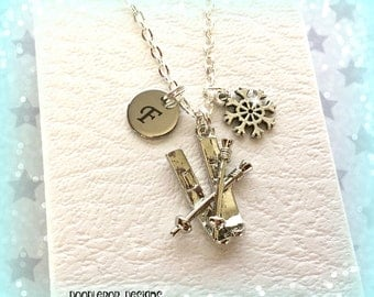 Personalised skis necklace - Skis charm necklace - Christmas jewellery - Skiing gift - Gift for skier - Initial necklace - Skiing jewellery