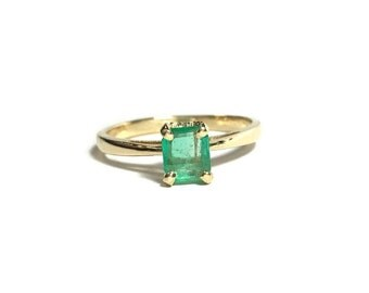 14k Yellow Gold .56 CT Emerald Solitaire Ring 2.3 Grams Size 7 3/4