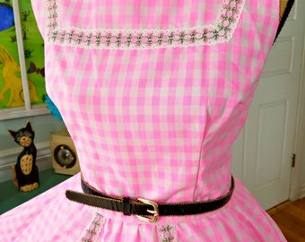 """Adorable Gingham Check Dress / Vintage 50's / Fit and Flare / Pinup / Rockabilly /Full Sweep Circle Skirt / Summer / Patio Dress / B40"""" W28"""""""
