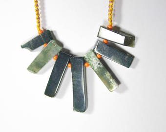 Moss agate statement necklace, Agate necklace, Moss agate jewelry, Macrame necklace, Raw crystal necklace, Green stone necklace, agate slice