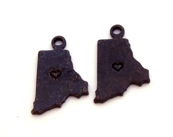 2x Antique Brass / Brown Patina Rhode Island State Charms w/ Hearts - M073/H/AB-RI