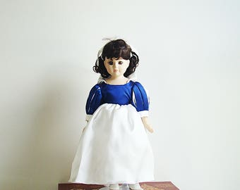"Vintage Disney Collection Snow White Porcelain Doll 14"" tall with stend"
