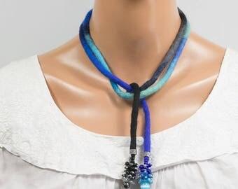 Collier textile-Sautoir-Tour de cou-feutre-Grappe perles rocaille-Noir-Bleu-Turquoise