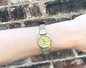 Vintage 80s Gold Watch with Stretchy Band