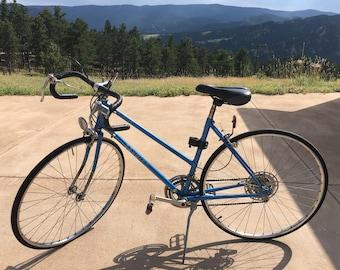 80s vintage Schwinn bicycle ladies road bike small to medium sized frame