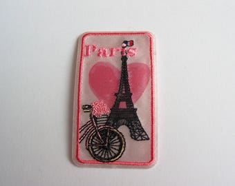 Application thermocollante embroidered on fabric Paris eiffel tower pink and black - ref 6F theme