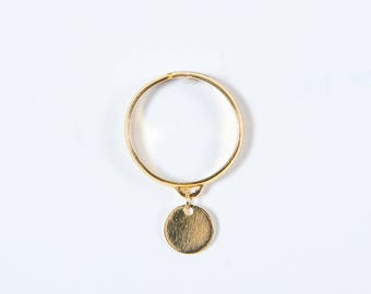Gold disc pendant ring