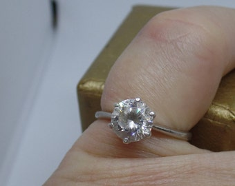 Sparkly Solitaire Cubic Zirconia Ring Sterling Silver size 7 marked 925