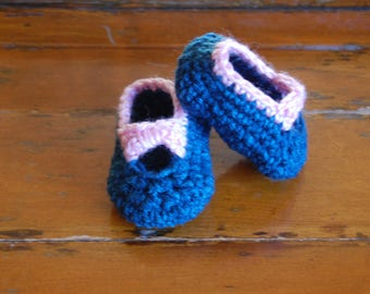 Crochet baby Mary Janes/ballet flats with pink bow