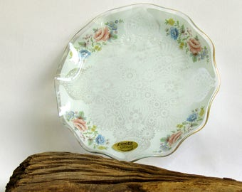 Vintage glass lace sweet plate with floral motif and gilded wavy edge - Unusual Fiesta Chance Glass hand made in England roses and poppies