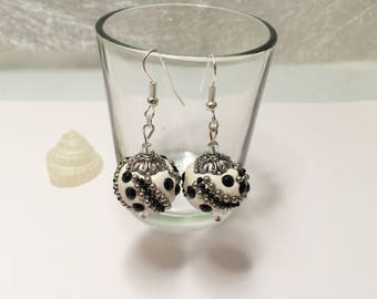 Earrings Indonesian black and white ref 622